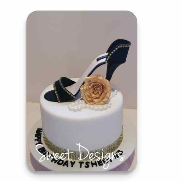 Birthday Cake with Gumpaste High heel shoe, pearls and gumpaste rose