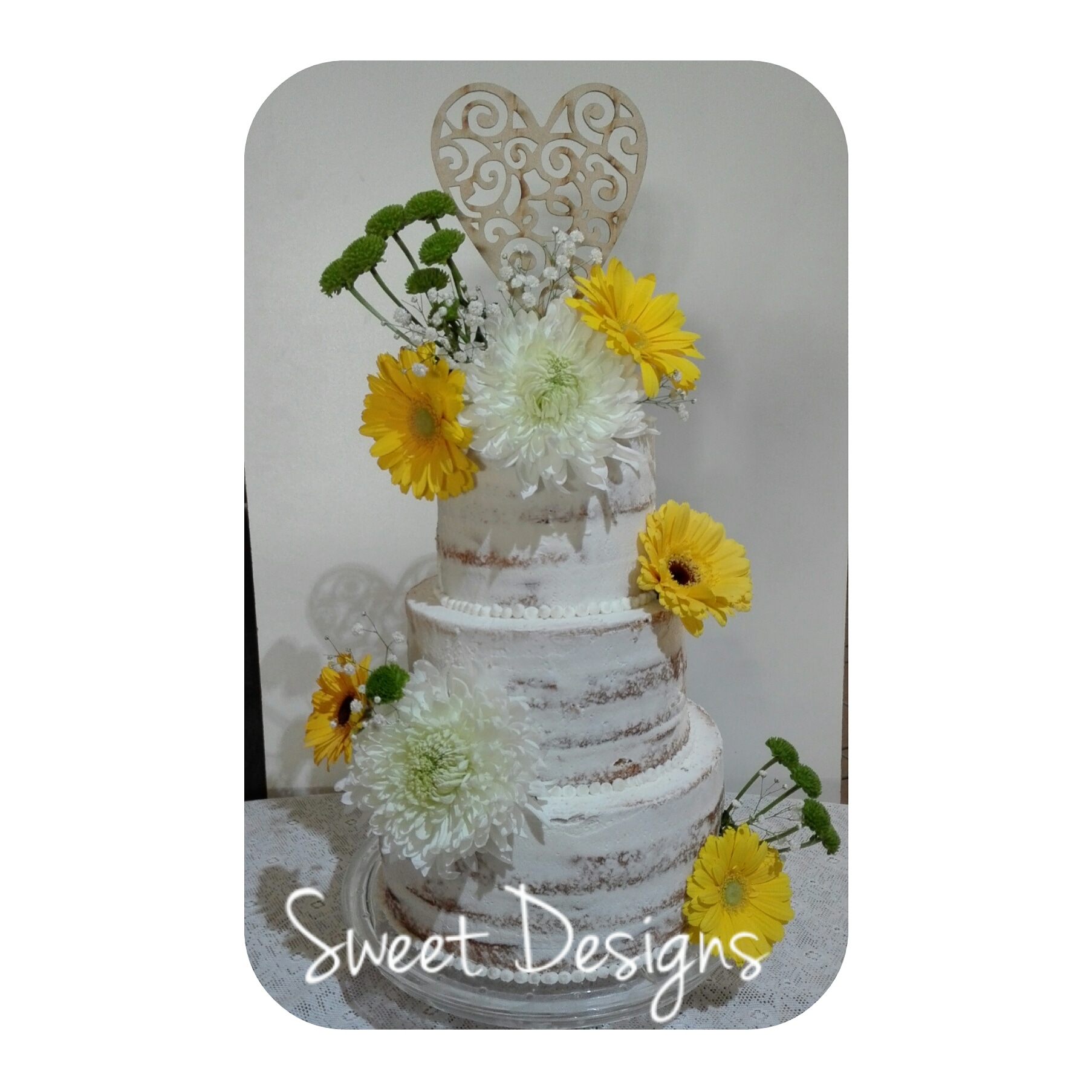 Naked effect Wedding Cake with fresh flowers