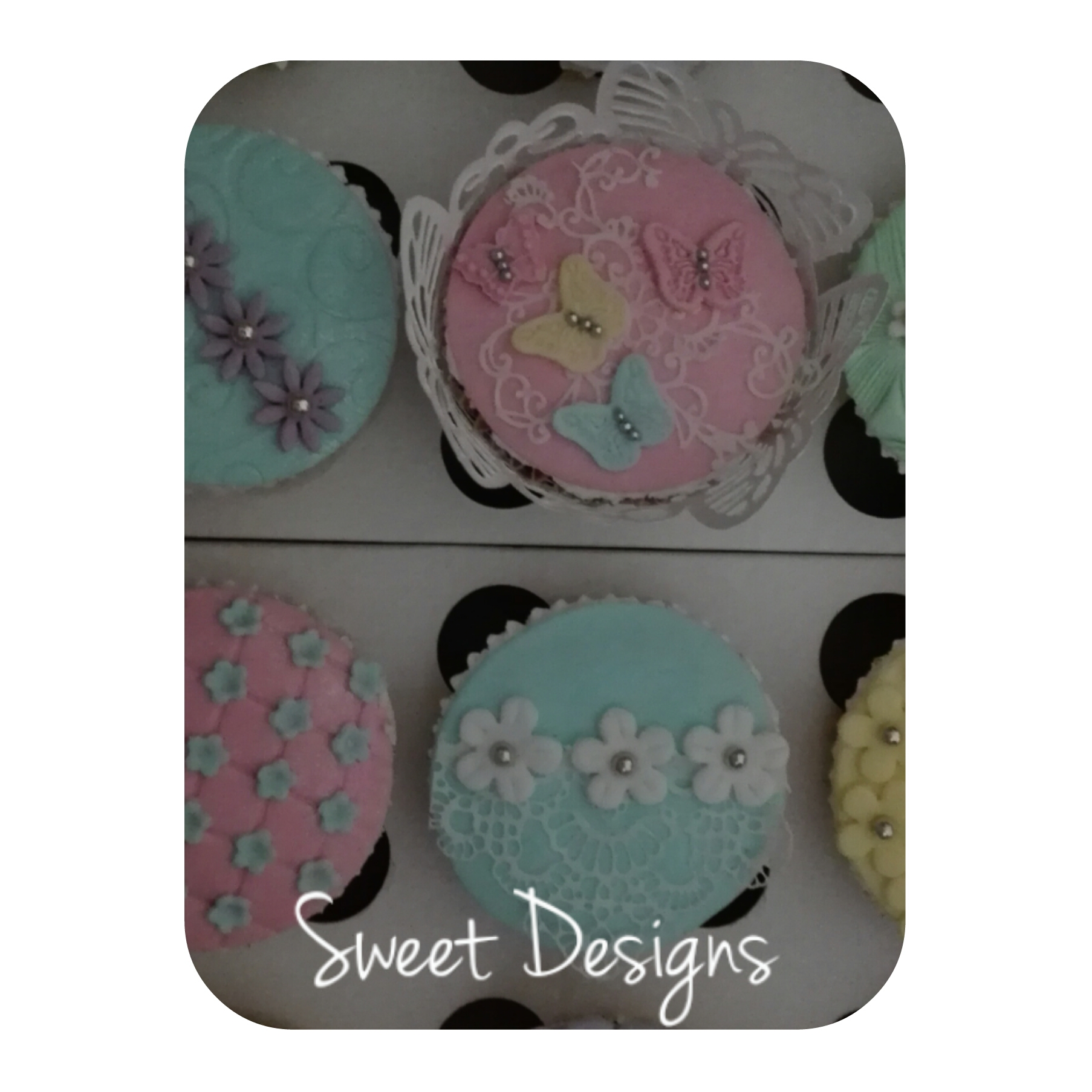 Fondant Cupcakes with little flowers decorations