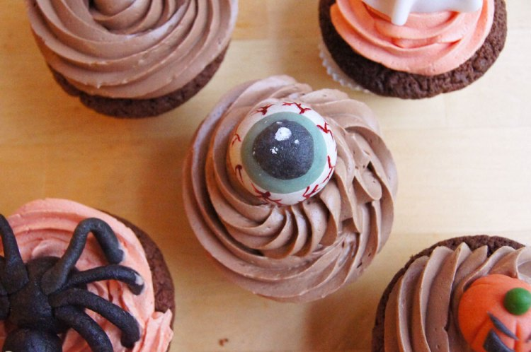 Halloween Cupcakes mit Auge