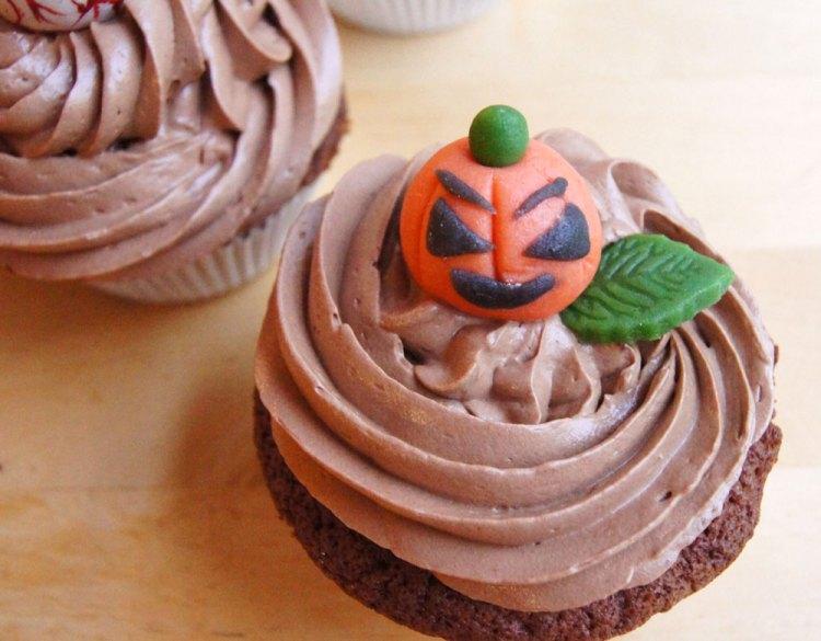 Halloween Cupcakes mit Kürbis