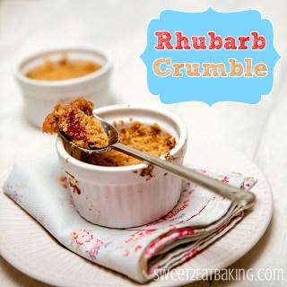 Amaretti Rhubarb Crumble