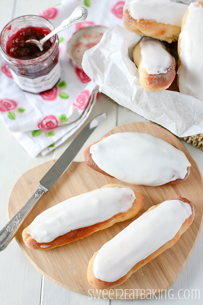 Iced Buns by Sweet2EatBaking.com | #sweetbread #icing #baking #recipe