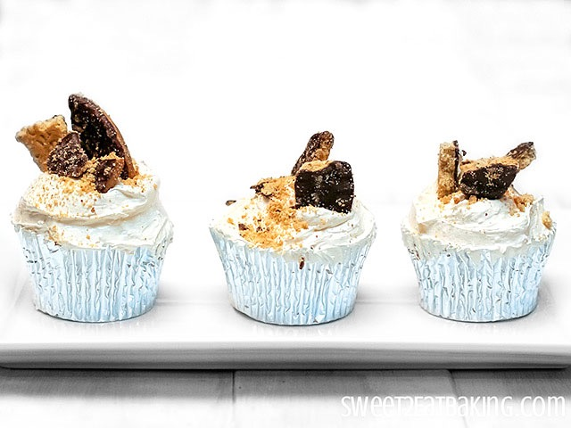 Cookies and Cream Cupcakes Recipe With a Twist by Sweet2EatBaking.com