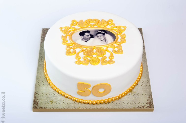 עוגה מעוצבת בבצק סוכר לכבוד חתונת הזהב