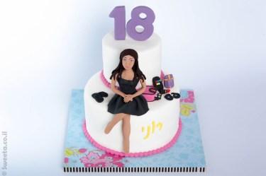 יום הולדת שמונה עשרה לרוני מפוסלת בבצק סוכר