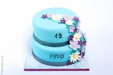 עוגה מעוצבת בבצק סוכר של סתיו