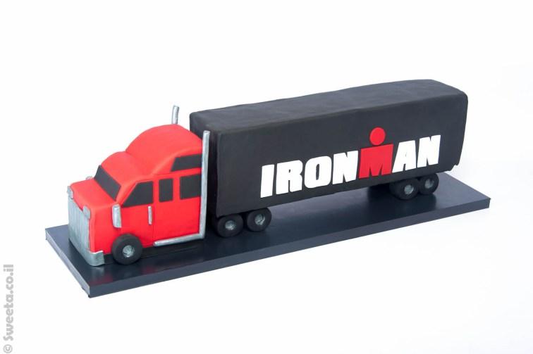 עוגה בצורת משאית לכבוד איירון מן