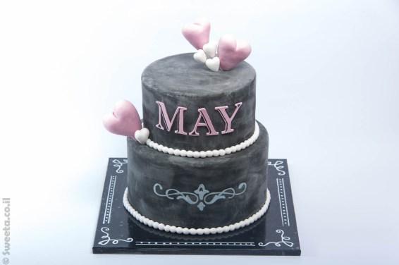 עוגה בעיצוב שחור קומותיים מעוצבת לכבוד מאי