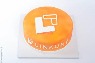 עוגת לוגו מעוצבת מבצק סוכר