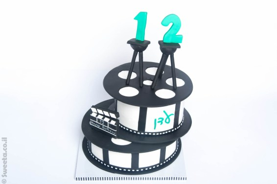 יום הולדת מהסרטים עם עוגה מעוצבת מבצק סוכר
