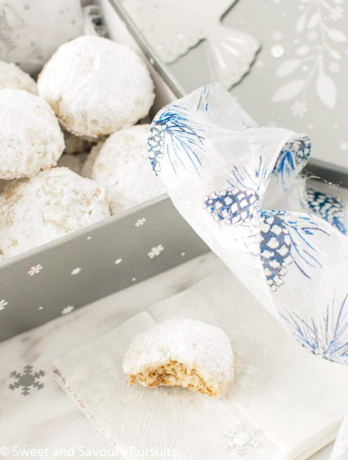 Powdered Sugar Almond Cookies