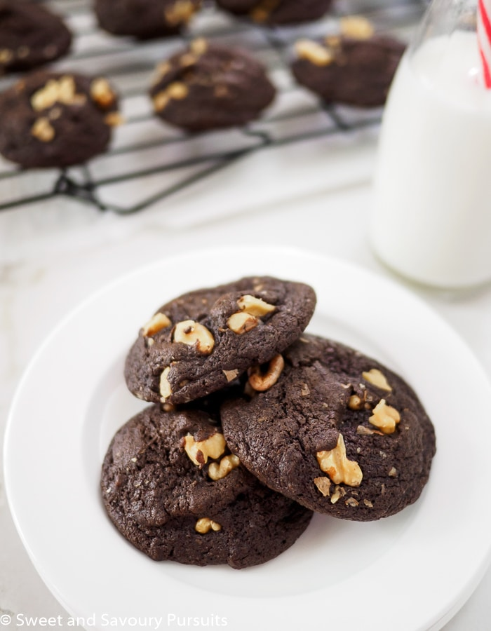 Rich, chewy and deeply chocolatey, these scrumptious Fudgy Chocolate Walnut Cookies make a fantastic treat!