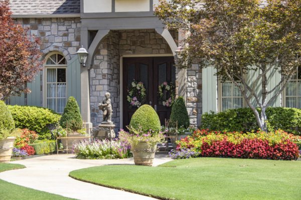 cash-friendly curb appeal landscaping