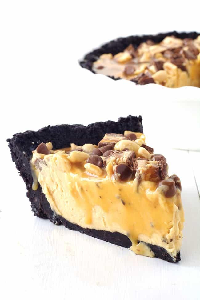 Snickers Peanut Butter Oreo Pie