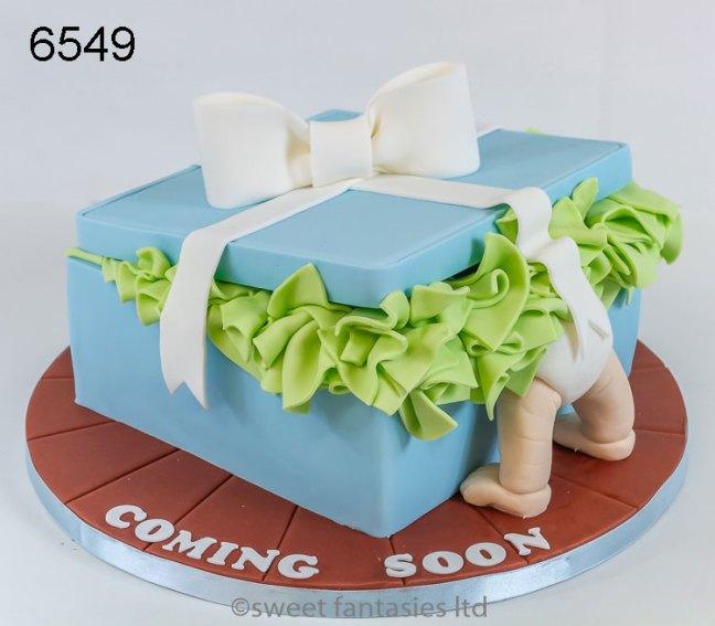 Box & babies bum , baby shower cake