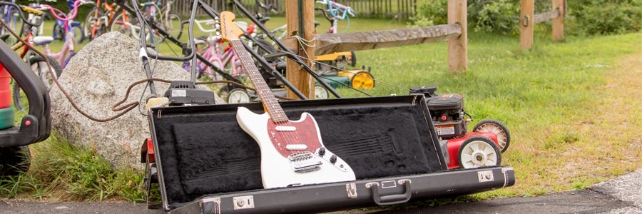 How to Score a Great Guitar at a Yard Sale | Sweet Guitar Tones