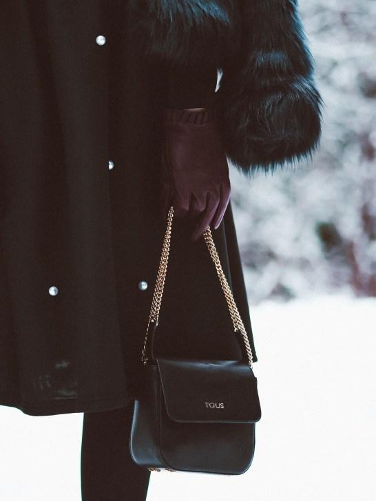 Pearls & fur coat2