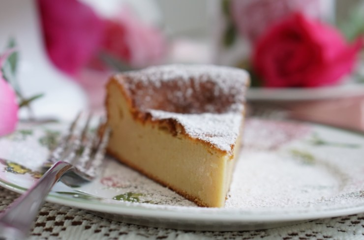 Healthy Low-Fat and Low-Calorie French Vanilla Pudding Cake