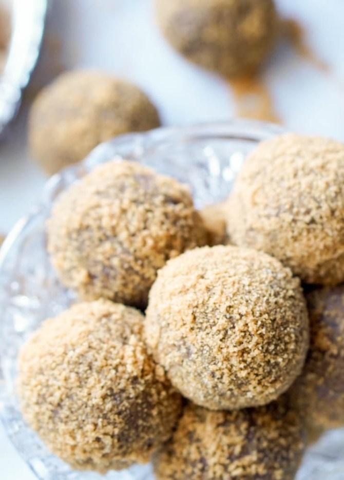 The Healthy S'Mores Cake Balls are extra-chocolatty and decadently fudgy. They're stuffed with all-natural, low-sugar Homemade Marshmallows and rolled in whole-wheat gram cracker crumbs! An easy, healthy treat to bring to a potluck or to enjoy as a guilt-free anytime dessert!