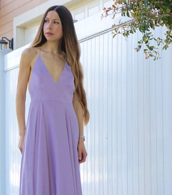 This pretty dress is simple enough to be worn to a girls' lunch or to a Sunday brunch, feminine enough (without being too revealing) to be worn to a first date and classy enough to be worn to a cocktail party!