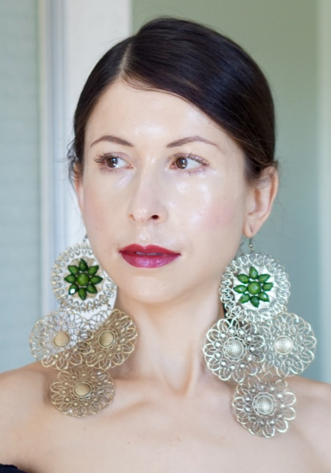 Large statement accessories can make you look stunning, but you should absolutely know the dos and don'ts of wearing them!