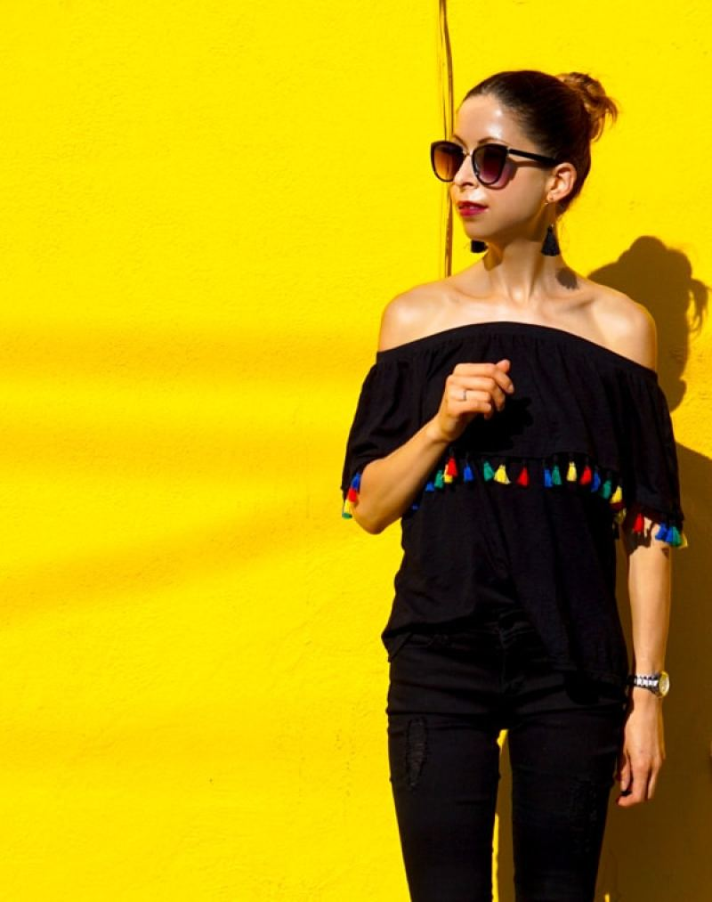 This Mexican Inspired Outfit is simple and pretty basic and versatile, but the trendy colorful tassels make it look so summery!