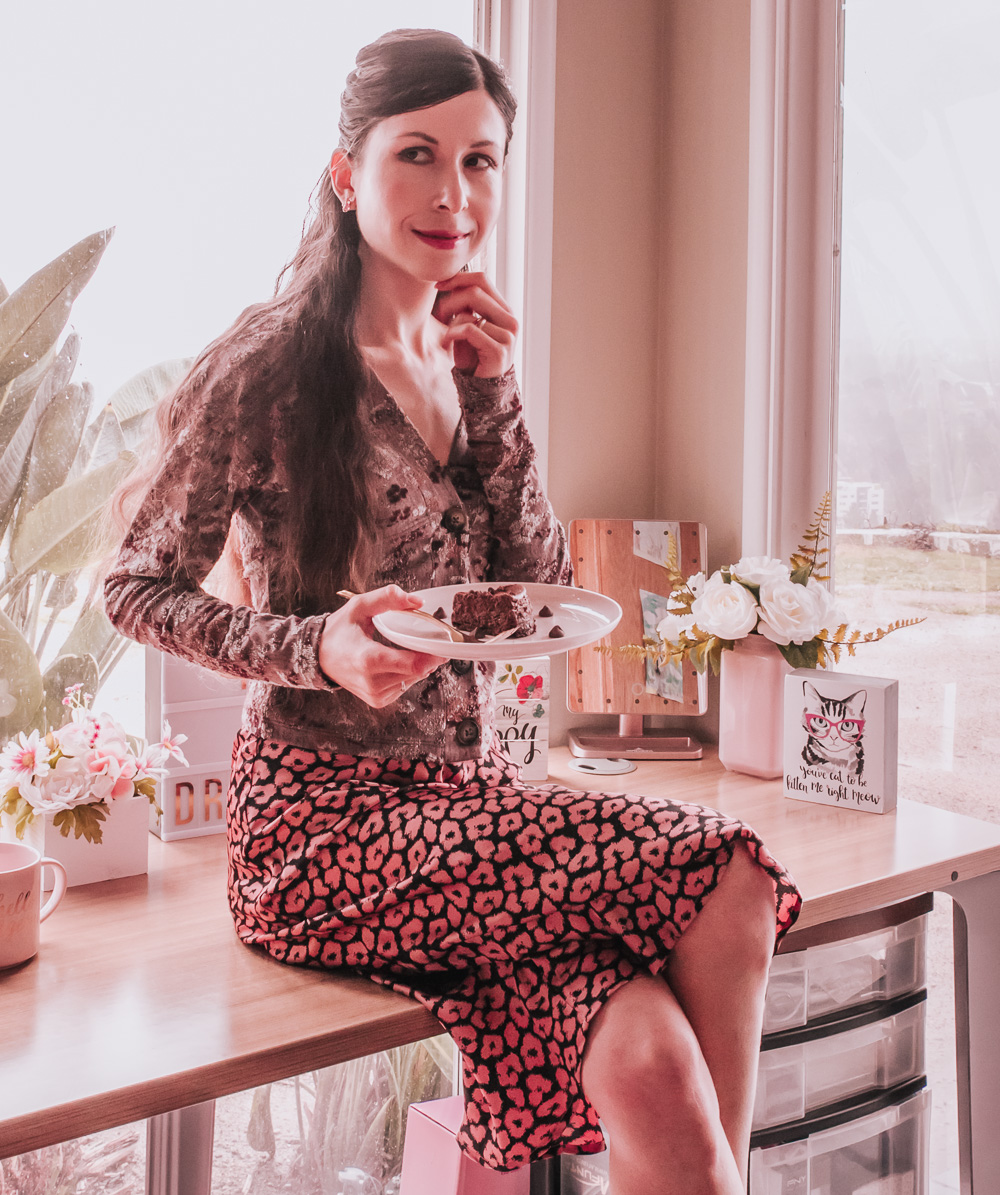 BOTTON FRONT TOP & PINK LEOPARD PRINT SKIRT OUTFIT