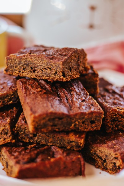 HEALTHY LOW-CALORIE CARROT BROWNIES RECIPE!