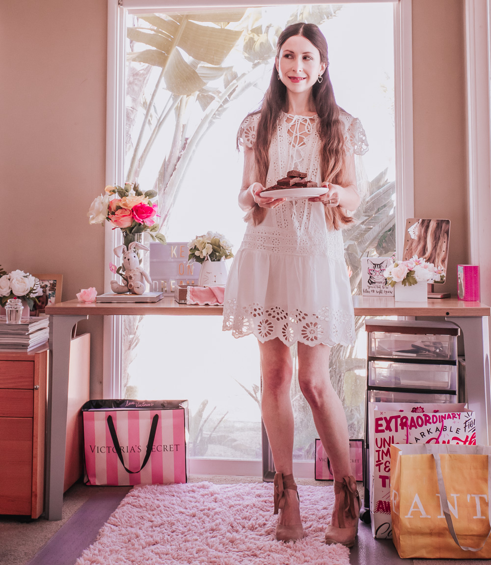 White Lace-Up Cotton Dress: perfect pretty & casual choice for Spring/ Summer!