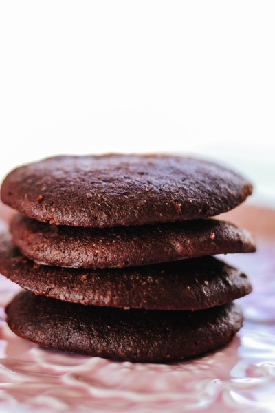 The Healthy Chewy Chocolate Cookies Recipe for the cookies that are seriously easy to make, low-calorie and most importantly super-yummy! #healthydessert #healthysnack #lowcaloriedessert #lowcaloriesnack #lowcalorie #lowcalorierecipe #healthy #healthyrecipe #healthydessertrecipe #lowcaloriemeal #wholegrain #easyrecipe #healthycookies #healthycookie