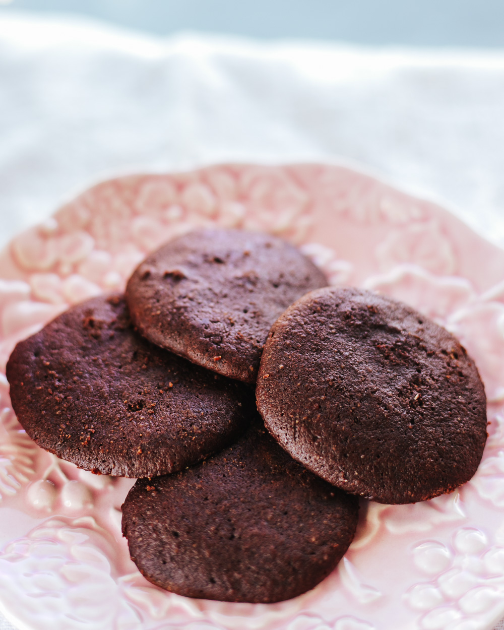 The Healthy Chewy Chocolate Cookies Recipe for the cookies that are seriously easy to make, low-calorie and most importantly super-yummy!