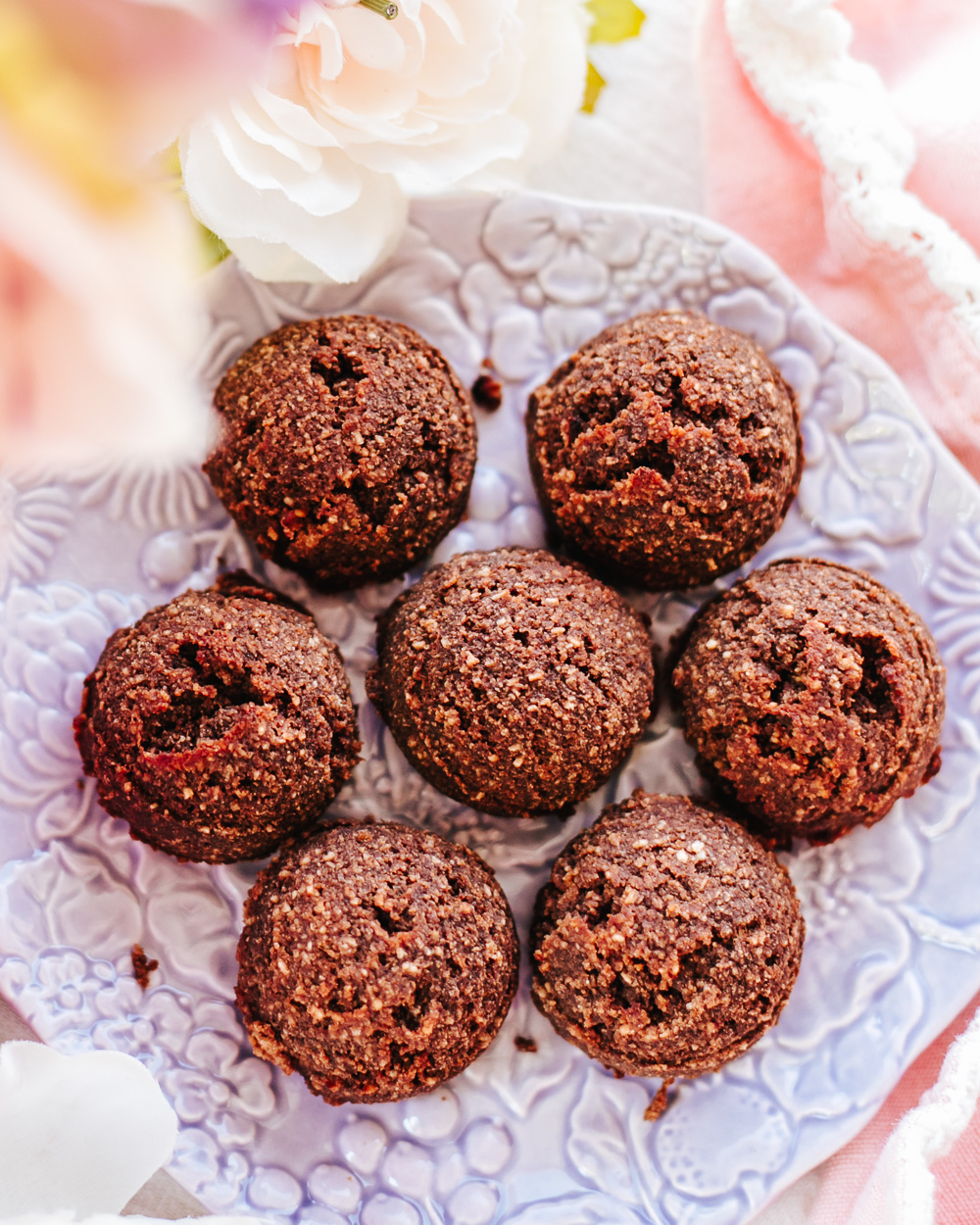 The Healthy Sugar-Free Chocolate Cookies are all-natural, high in protein (no protein powders!), low-fat, nutritious, super-easy & quick to make, but sweet and so satisfying! #healthycookies #healthychocolate #healthychocolatecookies #healthydessert #healthyeasy #lowcaloriecookies #noaddedsugar #sugarfreecookies