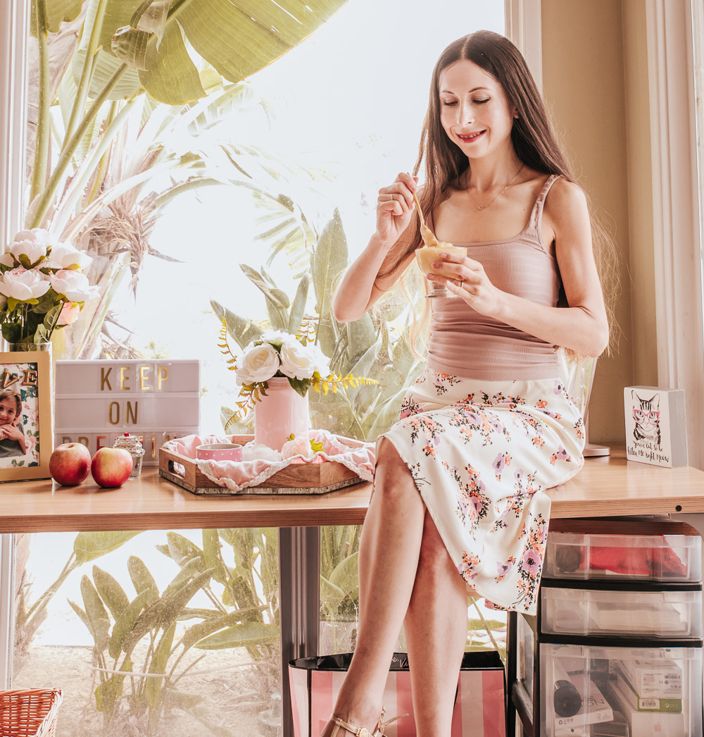 feminine outfit and healthy breakfast!