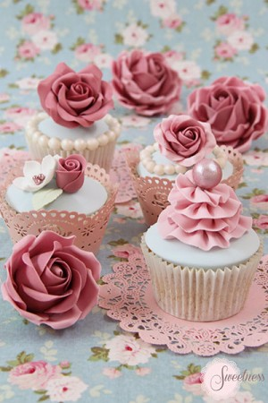 Wedding cupcakes London, cupcakes london, rose cupcakes, wedding cakes london