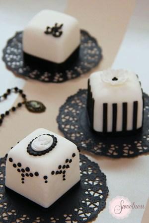 Black and white mini cakes, mini cakes London