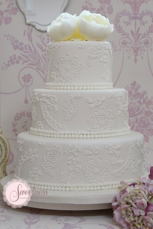 Lace wedding cake, wedding cakes London, vintage wedding cakes