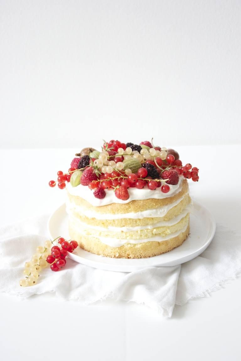 Naked Cake mit Beeren  Sweets  Lifestyle
