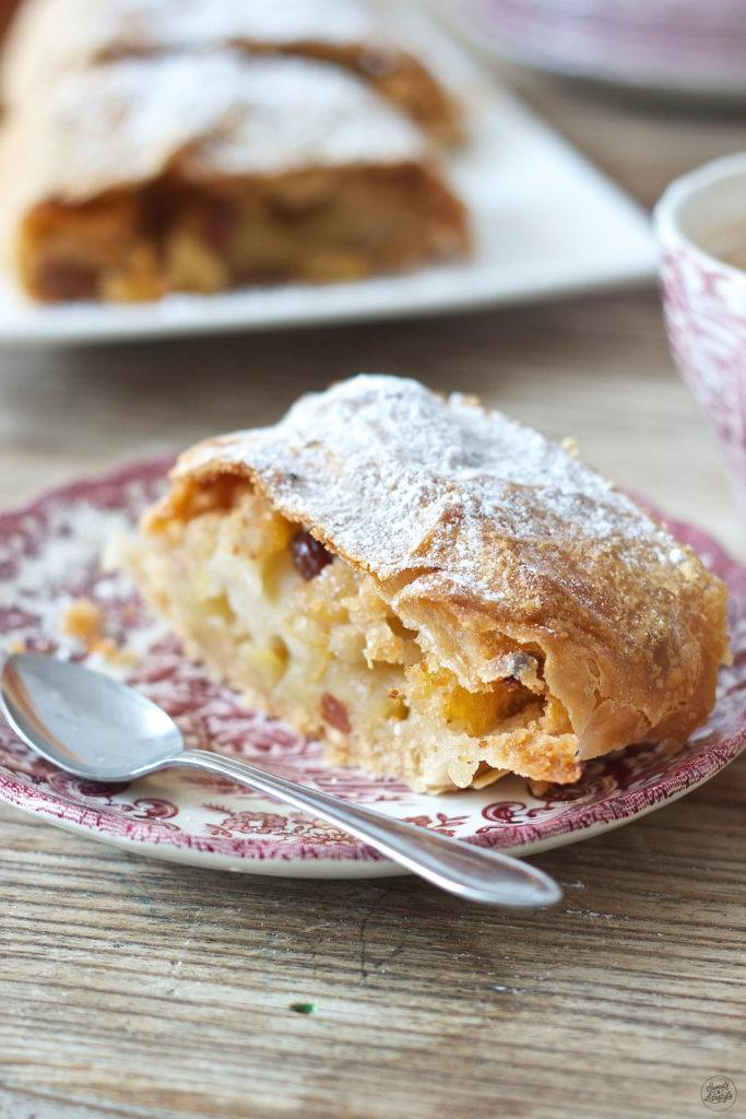 Wiener Apfelstrudel  Sweets and Lifestyle