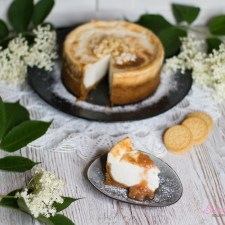 Holunderblüten-Cheesecake mit Rhabarberkompott … (vegan)