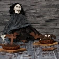 Halloween-Tartelettes mit Oreocreme und süßen Fledermäusen und Kreuzen… (vegan)