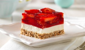 Delicious Strawberry Pretzel Squares Recipe