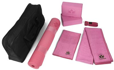 4 WIN Clever Yoga 7 Piece Essentials Kit Holiday Gift Guide Giveaway! Ends 12/25