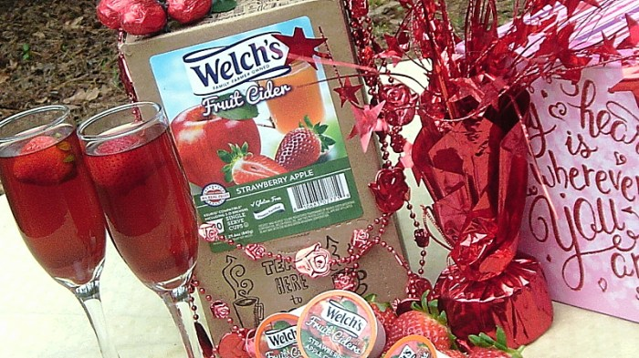 Welch's Apple Strawberry Fruit Cider Non-Alcoholic Valentine's Drink