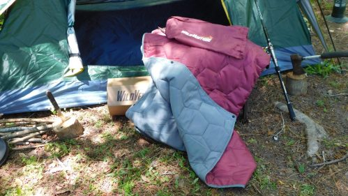 Add More Fun To Your Summer With This WildVenture Hexi Do Anything Camping Outdoor Insulated Throw Blanket #WildVenture #tailgate #tailgating #stargazing #throwblanket #camping #picnic #getoutside #outdoors #blanket #review #summer #winter #fall #spring #campinggear #survival