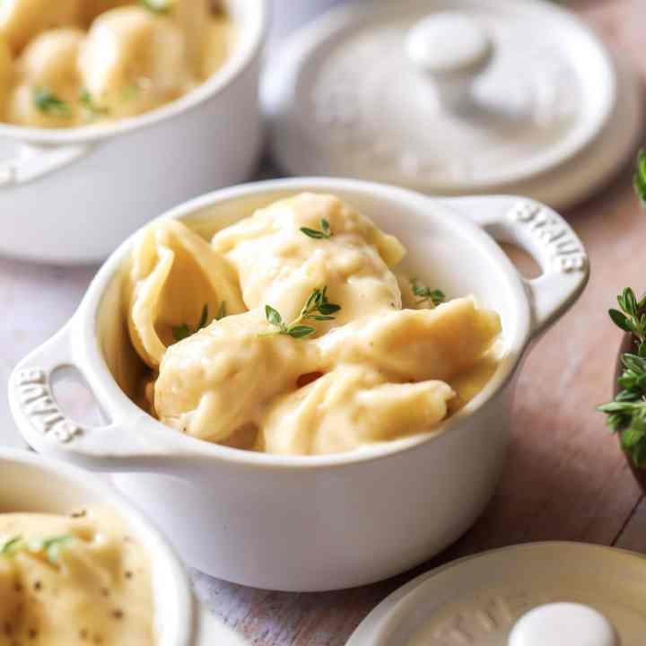 Creamy Vermont White Cheddar Mac and Cheese (Panera Bread Copycat)