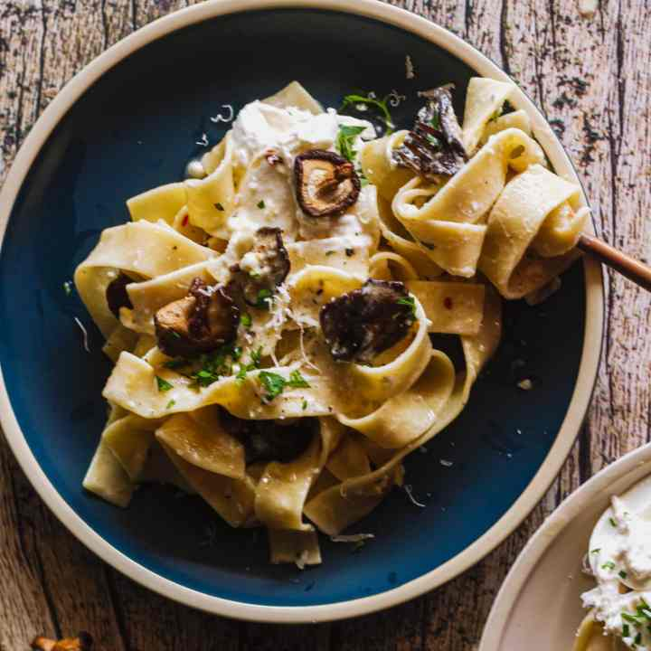 The Best Creamy Garlic Mushroom Pasta