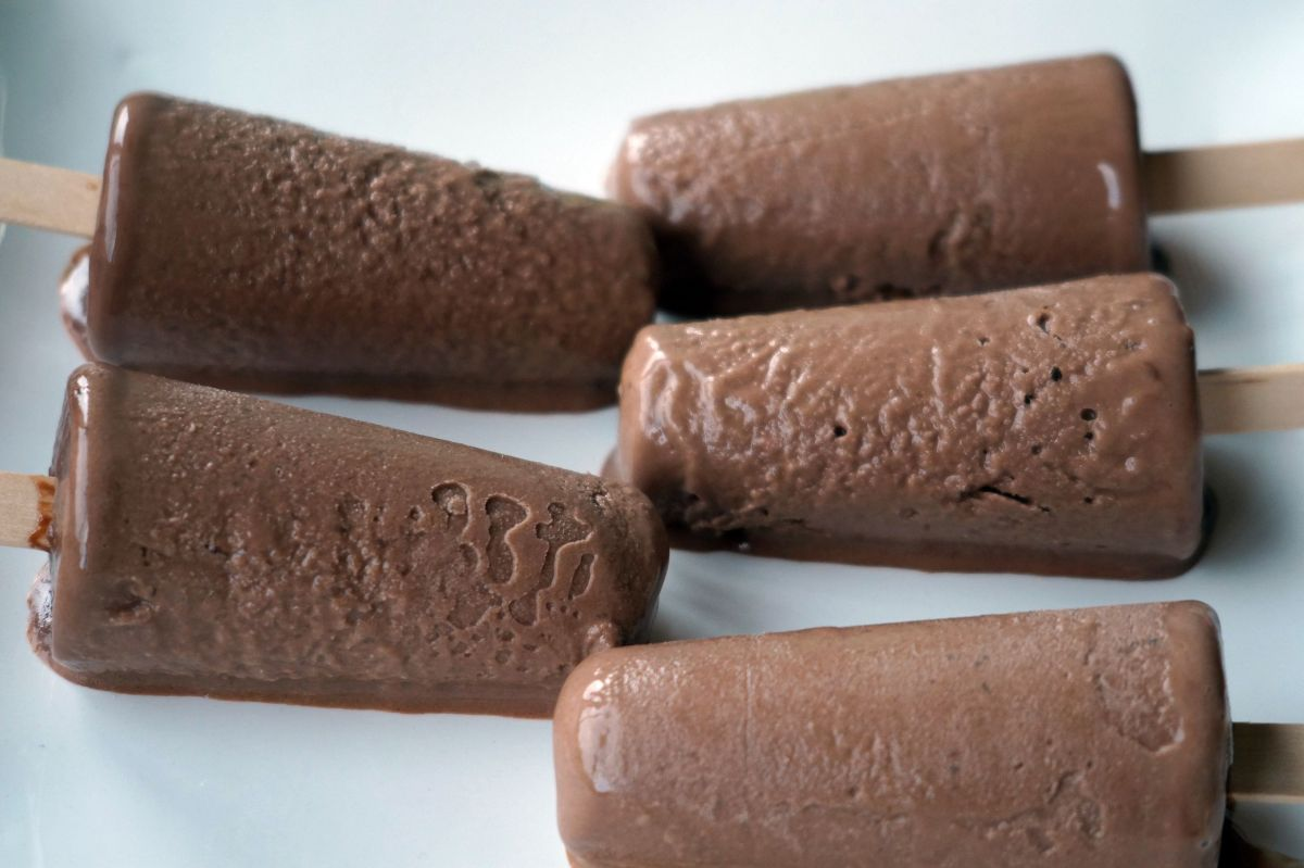 Healthy Homemade Chocolate Paddle Pops