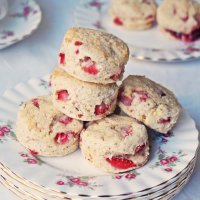Baby Strawberry Scones {vegan, gf}