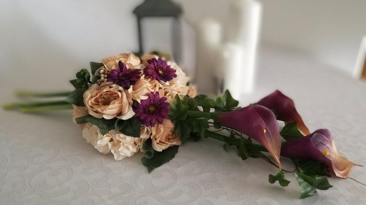 Kompozycja cappuccino z fioletem